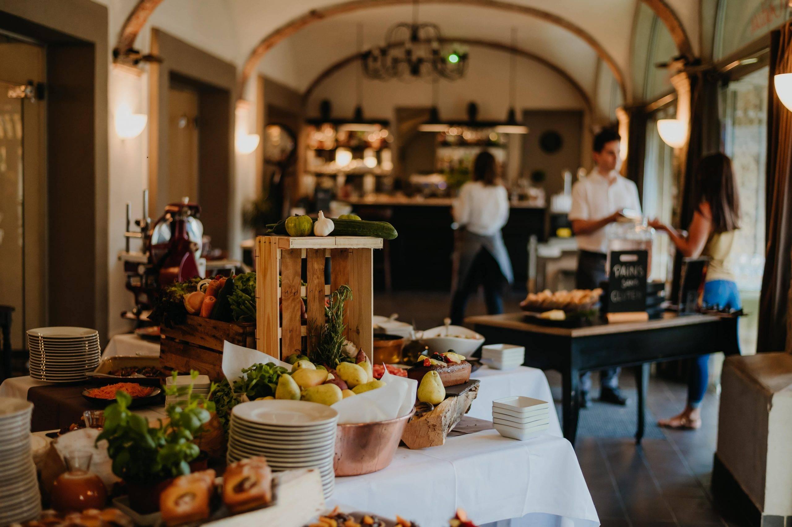Buffet brunch restaurant